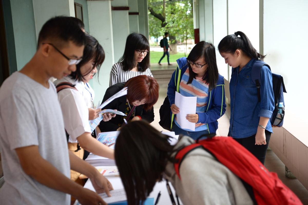 Hình ảnh buổi tư vấn các chương trình học bổng 2016